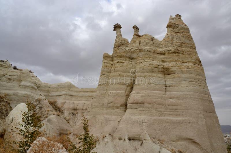 Formações de rocha vulcânica estranhas, vale do amor, Turquia, Cappadocia, foto de stock