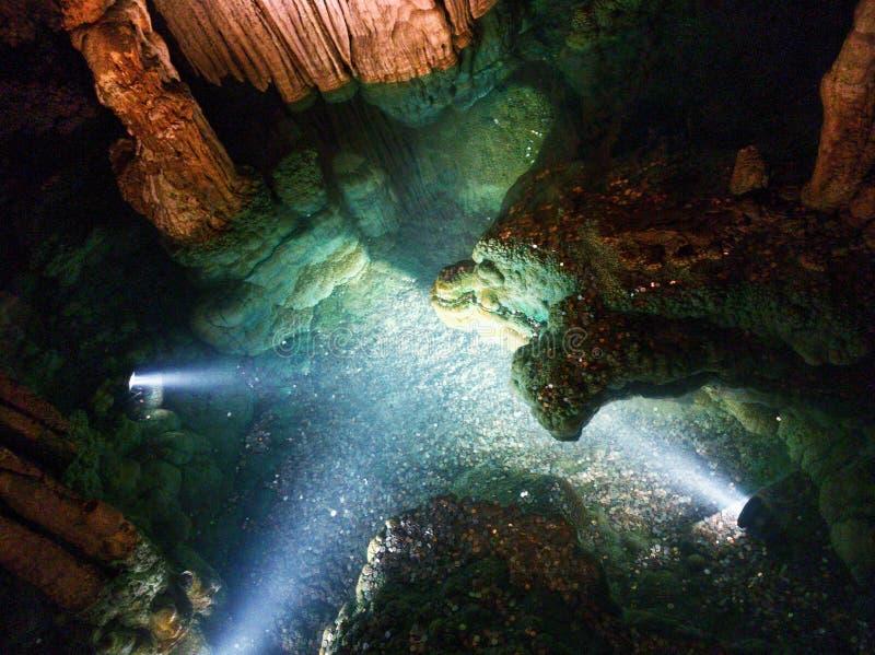 Formações diferentes em Luray Caverns Poço do desejo fotografia de stock