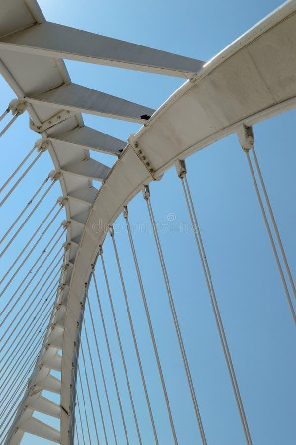 Forma astratta di un ponte bianco Spazio per il testo del redattore verticale immagine stock libera da diritti
