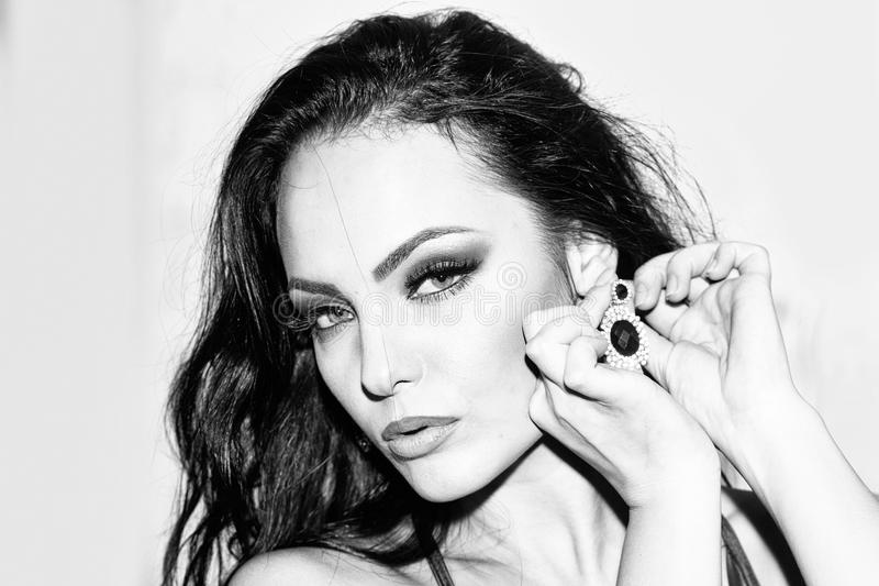 Forma, beleza e conceito fêmeas da propaganda Retrato sensual da mulher fotografia de stock royalty free