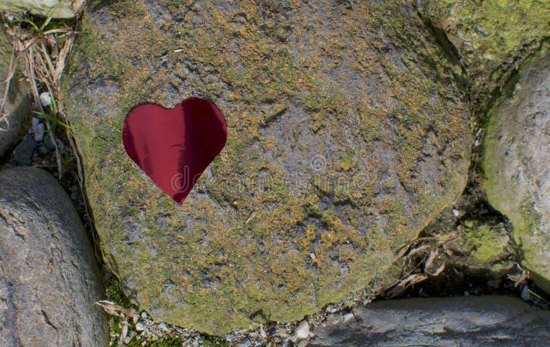 Forma cardíaca sobre uma pedra foto de stock royalty free