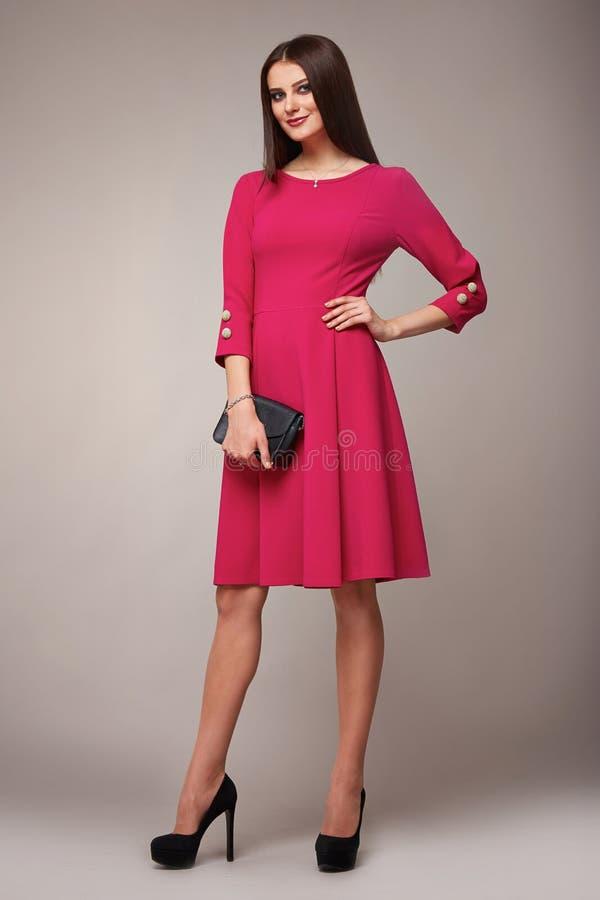 A forma da beleza veste a morena ocasional do modelo da mulher da coleção fotos de stock