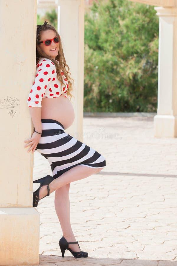Forma da gravidez, mulher pregant nova imagem de stock