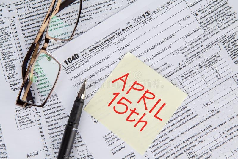 Forma de impuesto con el tiempo del plazo imagen de archivo