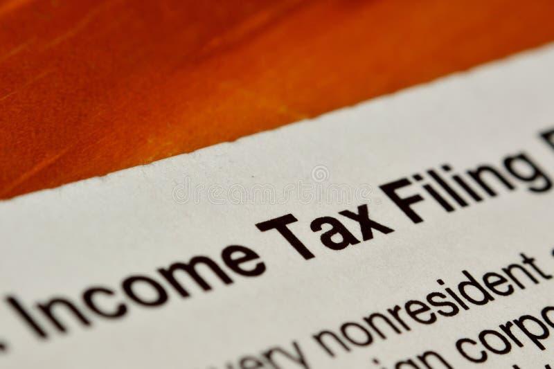 Forma de la limadura del impuesto sobre la renta fotos de archivo libres de regalías