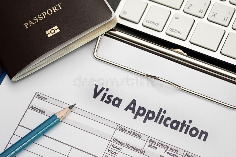 Forma de la solicitud de visado a viajar inmigración un dinero del documento para imágenes de archivo libres de regalías
