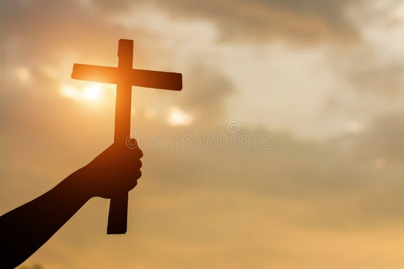 Forma de madeira do s?mbolo da cruz ou da religi?o fotos de stock