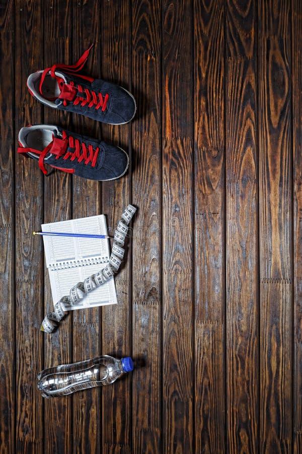 Forma de vida sana, gimnasio, zapatos de la aptitud, equipo, deporte, acces fotografía de archivo