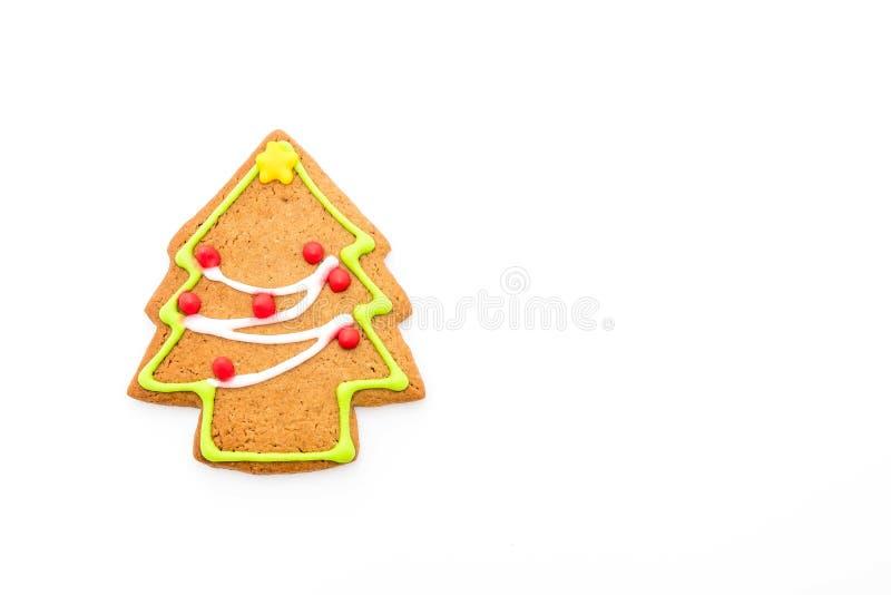 Forma del árbol de navidad del pan de jengibre en blanco fotografía de archivo