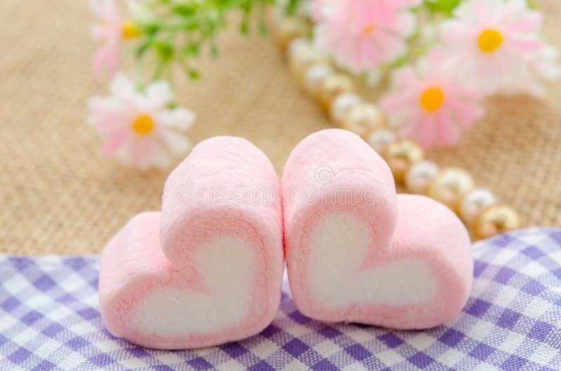 Forma del amor de melcochas rosadas imágenes de archivo libres de regalías