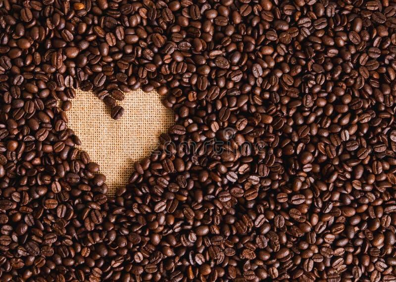 Forma del corazón de los granos de café fotografía de archivo
