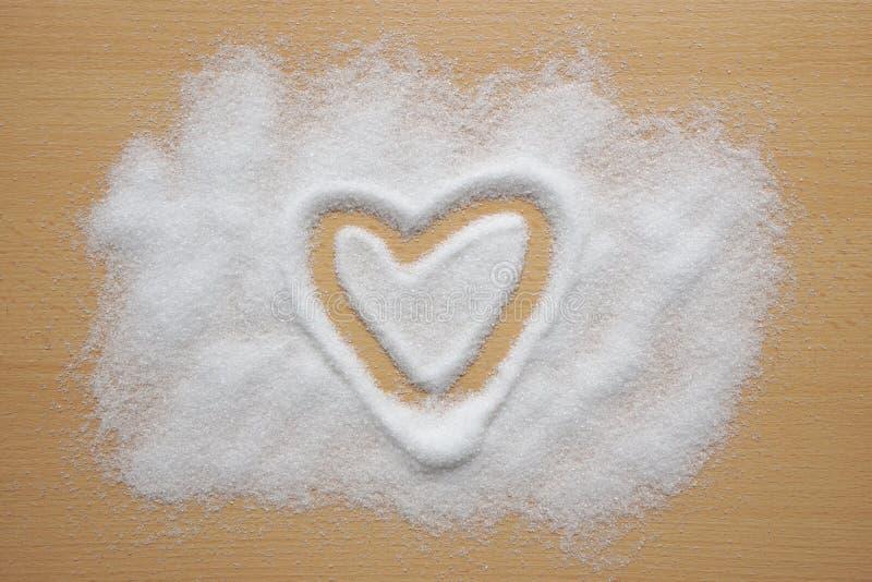 Forma del corazón dibujada en azúcar imagen de archivo libre de regalías