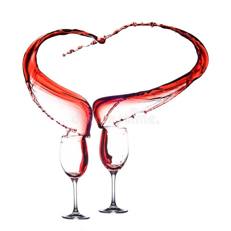 Forma del cuore del vino rosso fotografie stock