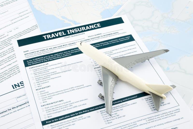 Forma del seguro del viaje y   modelo plano foto de archivo