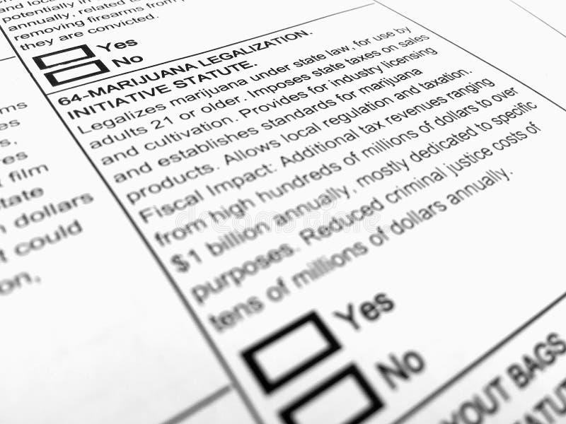 Forma del voto su legalizzazione della marijuana fotografia stock libera da diritti