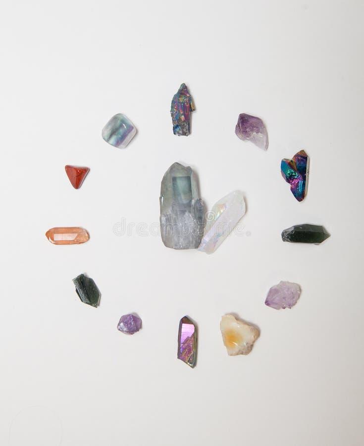 Forma dell'orologio fatta dai cristalli fotografie stock libere da diritti