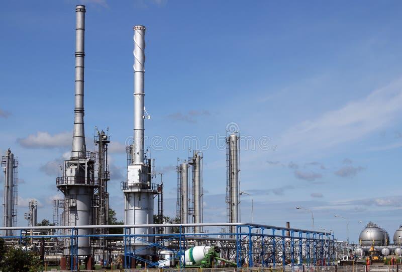 Forma della centrale petrolchimica della raffineria di petrolio fotografia stock