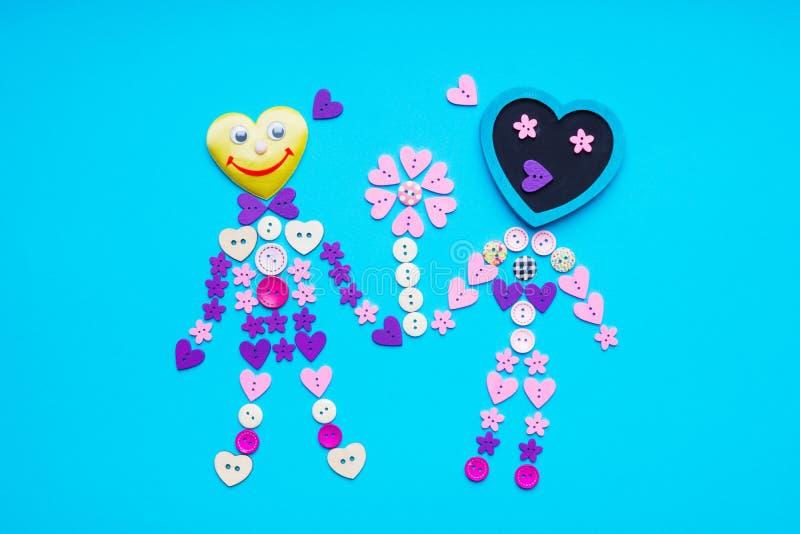 Forma della gente con il fiore fatto dal giro, il fiore ed i bottoni a forma di stella fotografie stock libere da diritti