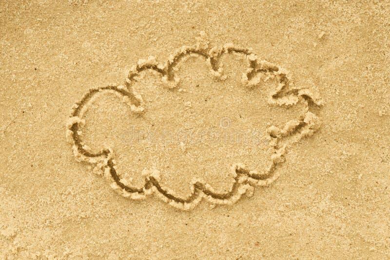 Forma della nuvola che assorbe sabbia immagine stock