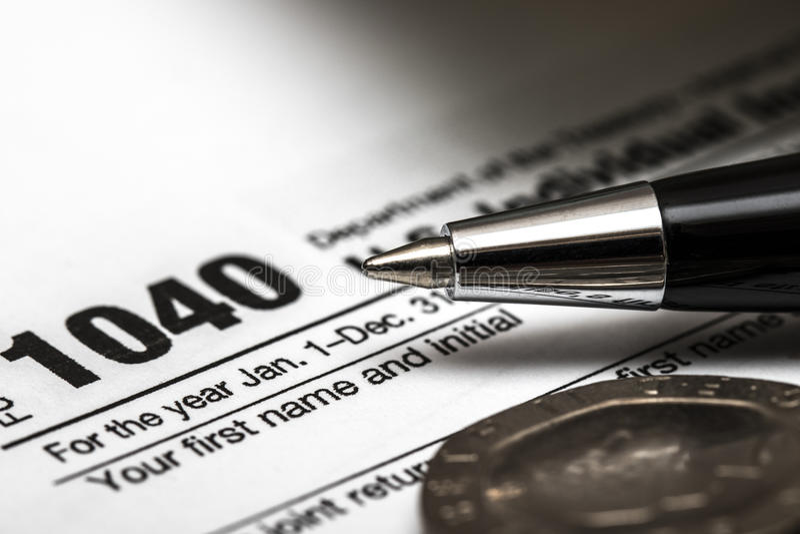 Forma di imposta degli Stati Uniti 1040 con la penna immagine stock libera da diritti