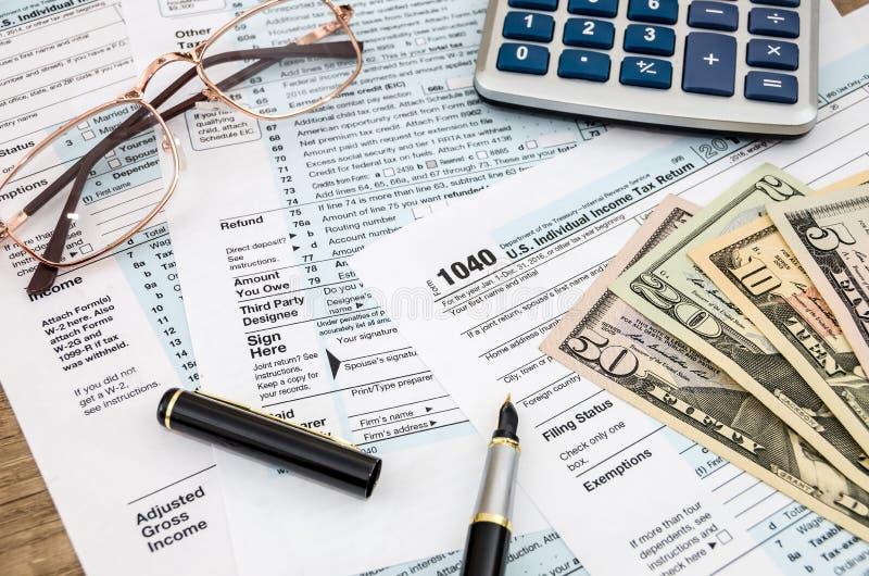 Forma di imposta 1040, dollaro immagini stock libere da diritti