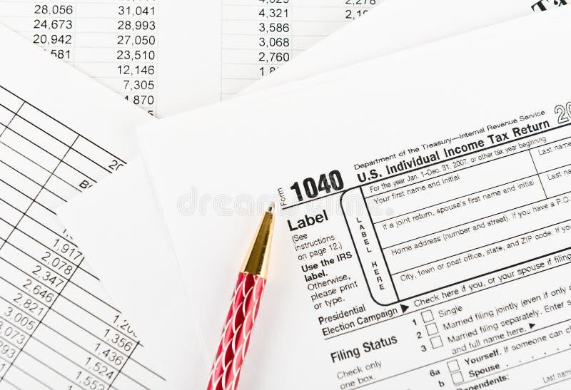 Forma 1040 di imposta per singola dichiarazione dei redditi degli Stati Uniti con la penna fotografie stock libere da diritti