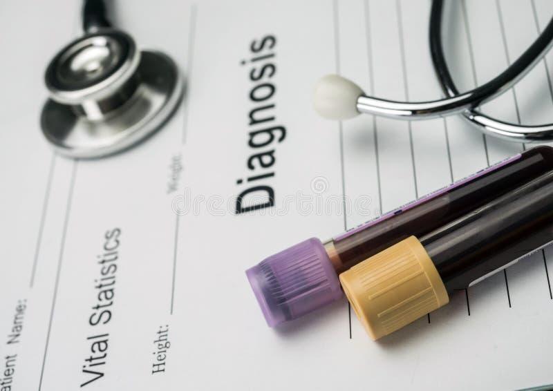Forma diagnostica, fiala di campioni di sangue e medicina in un hospita immagine stock libera da diritti