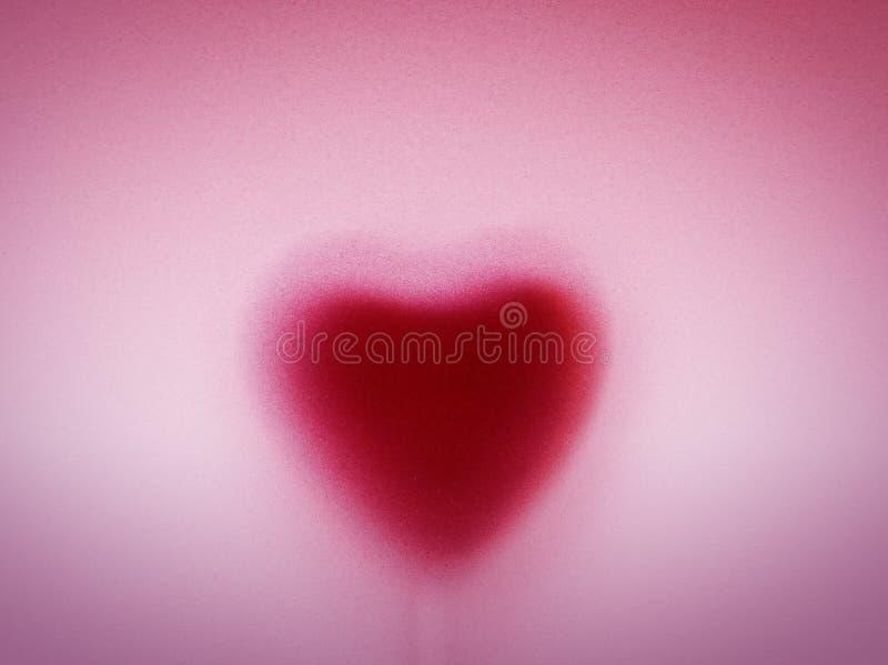 Forma do coração atrás do vidro geado leitoso. Amor, fundo romântico imagens de stock