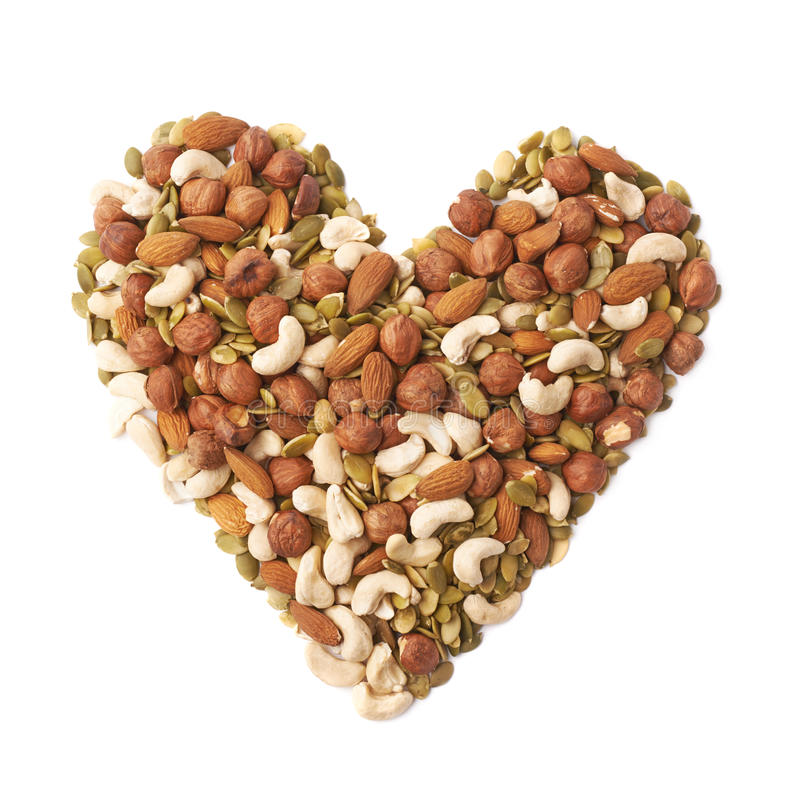 Forma do coração feita das porcas e das sementes imagens de stock