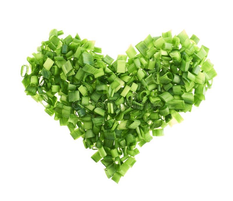 Forma do coração feita de partes da cebola verde imagens de stock
