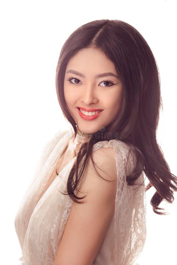 Forma do estúdio disparada da mulher asiática de sorriso fotos de stock