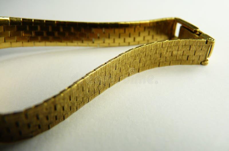 Forma do luxo do bracelete do ouro maciço foto de stock