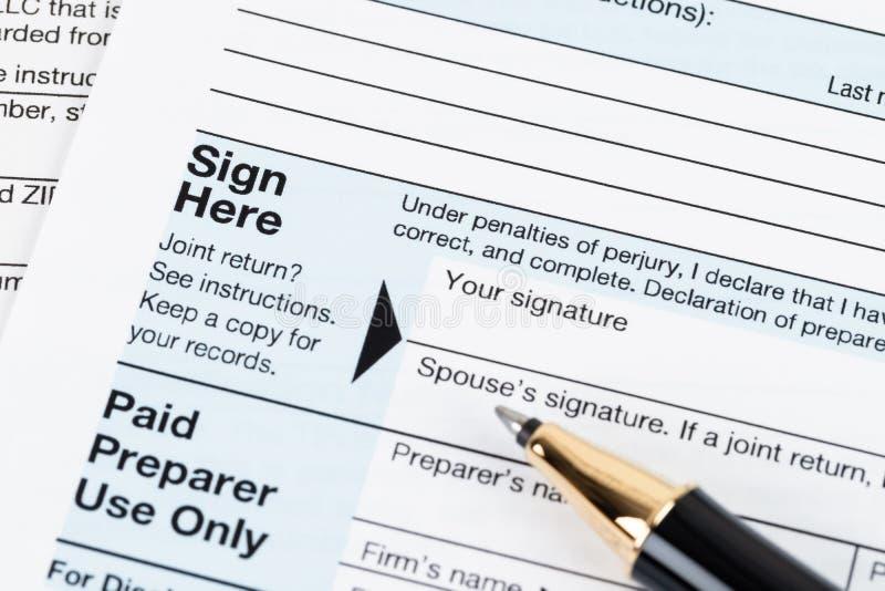 Forma individual por el IRS, concepto de la declaración sobre la renta para los impuestos imagenes de archivo