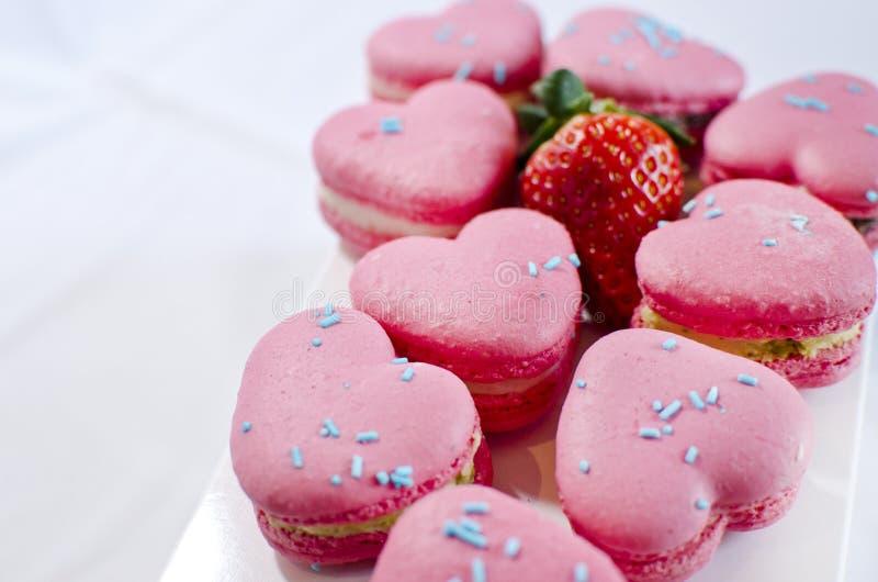 Forma Macarons do coração fotografia de stock royalty free