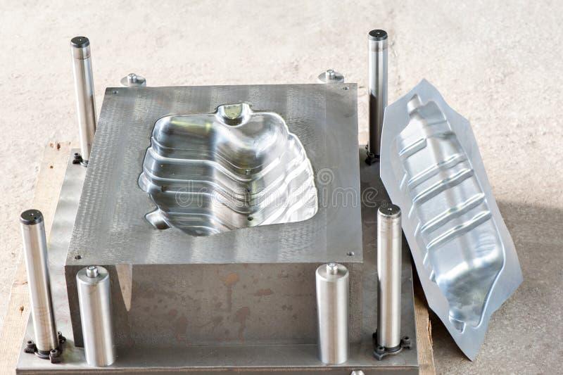 Forma metallica industriale con la forma/matrice pronte del ferro fotografia stock libera da diritti