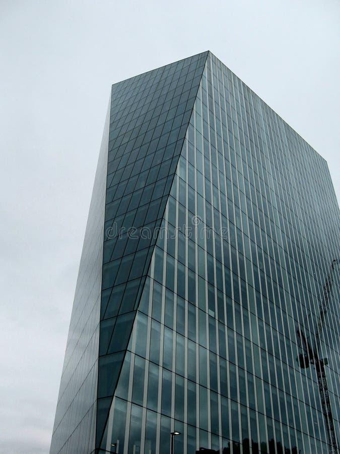 Forma original de un edificio moderno fotografía de archivo
