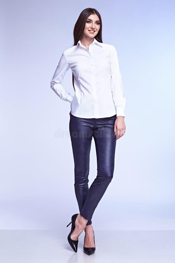Forma perfecta del cuerpo de negocios de la mujer del estilo hermoso de la señora fotos de archivo libres de regalías