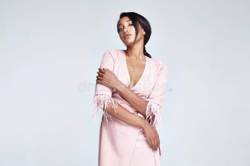 Forma perfeita MU do corpo da cara bonita da mulher da forma do retrato fotografia de stock royalty free