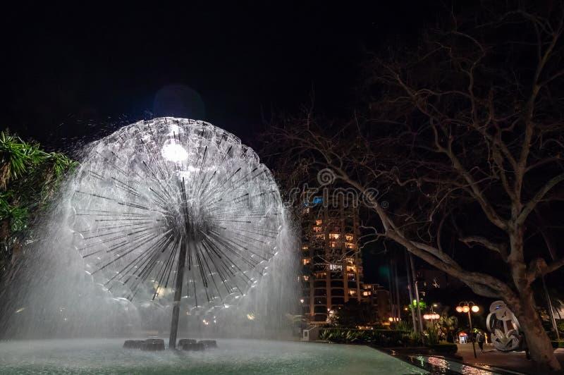 Forma redonda da fonte memorável do EL Alamein em Sydney na noite fotografia de stock