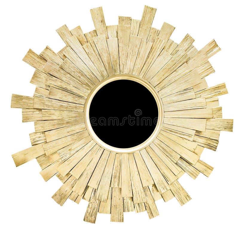 A forma redonda dourada moderna do sol do quadro do espelho isolou o fundo branco fotos de stock