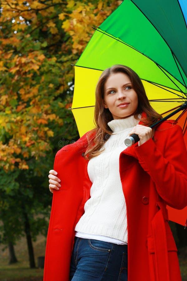 Forma 'sexy' da mulher do outono bonito foto de stock royalty free