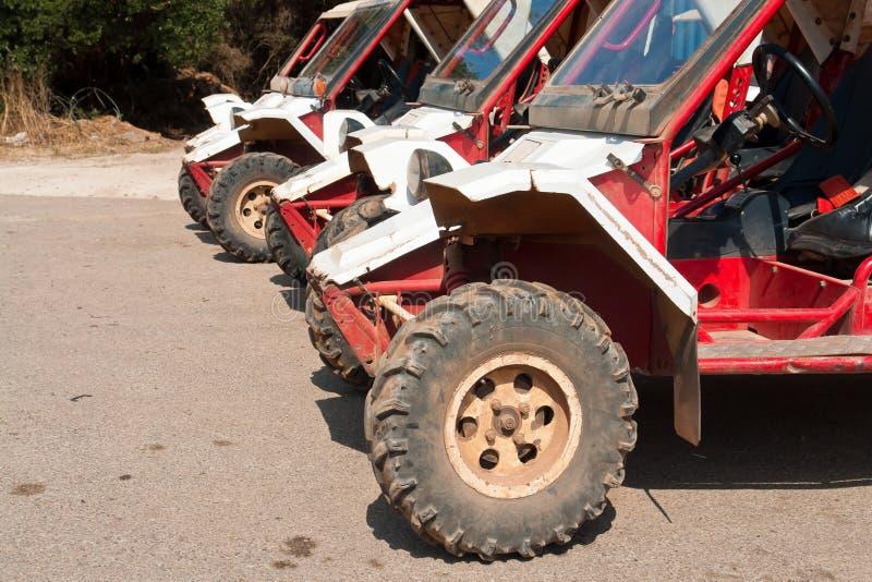 Formación de ATV campo a través foto de archivo