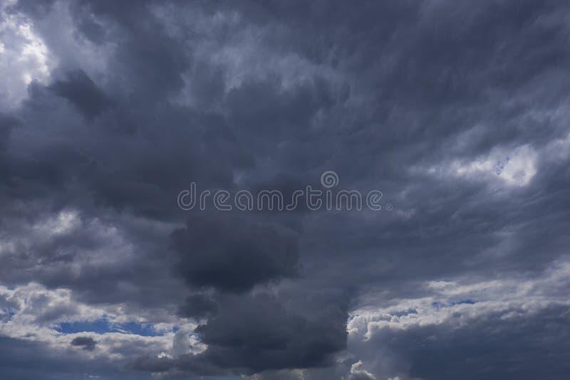 Formación de la nube - nubes de la tempestad de truenos imagen de archivo