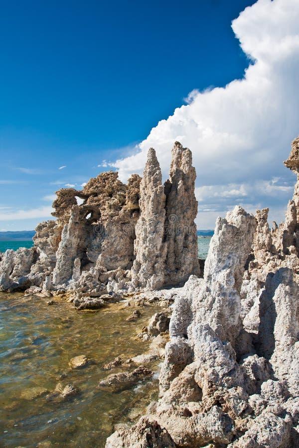 Formación de la toba volcánica en el mono lago, Califormia imagen de archivo
