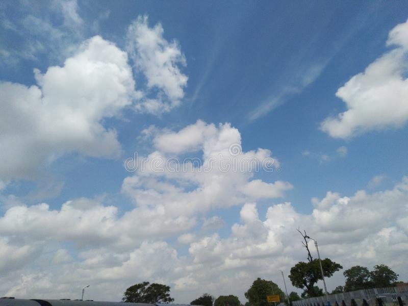 Formación de las nubes en el pani badal de la nube impresionante del tiempo del cielo azul fotografía de archivo libre de regalías