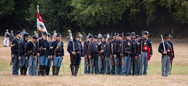 Formación de los soldados de la unión en campo fotografía de archivo