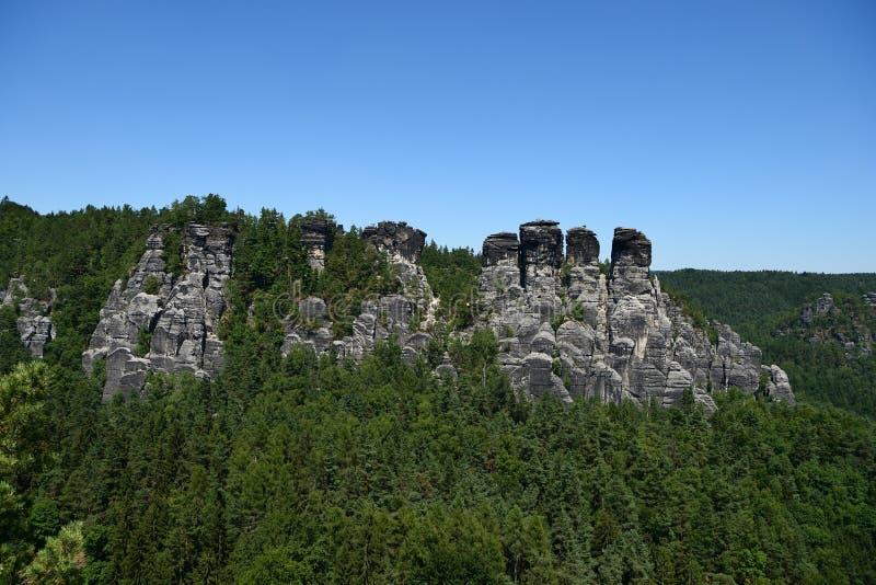 Formación de roca de Bastai Suiza sajona en tiempo de verano, Alemania fotos de archivo