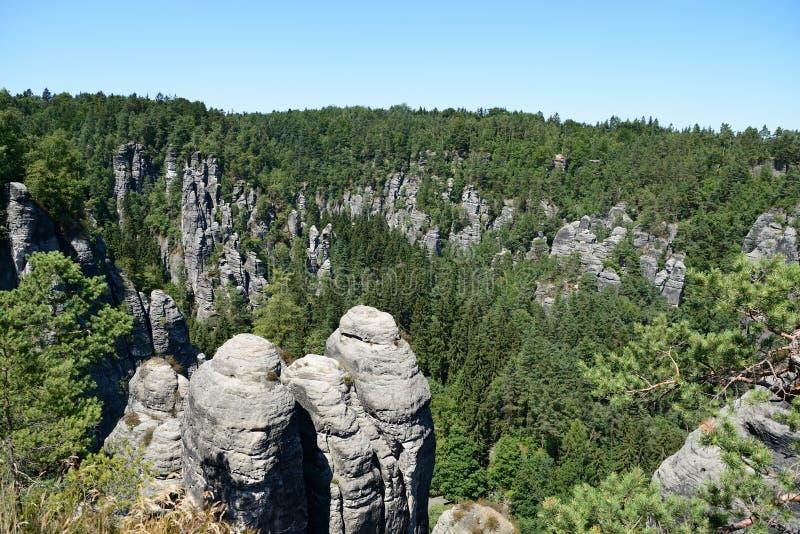 Formación de roca de Bastai Suiza sajona en tiempo de verano, Alemania fotos de archivo libres de regalías