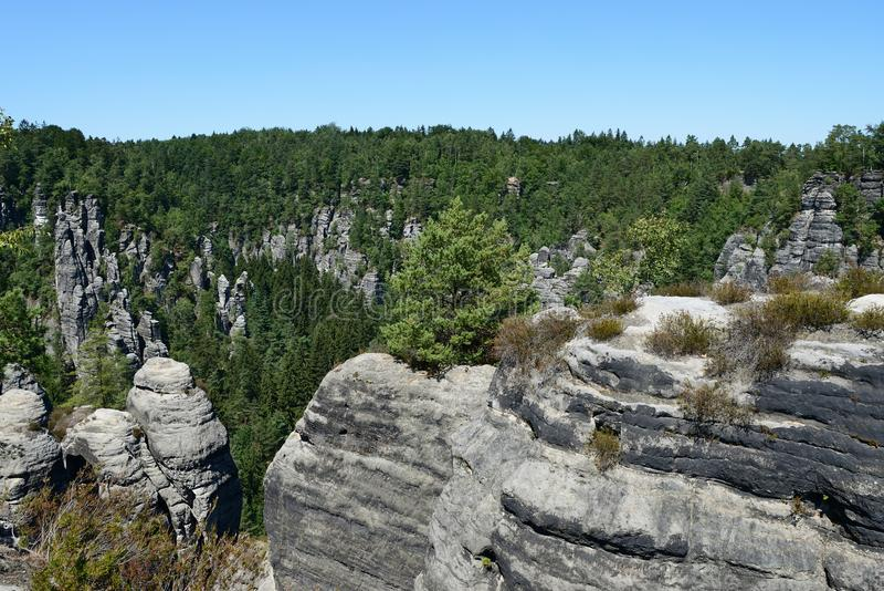 Formación de roca de Bastai Suiza sajona en tiempo de verano, Alemania imagen de archivo libre de regalías
