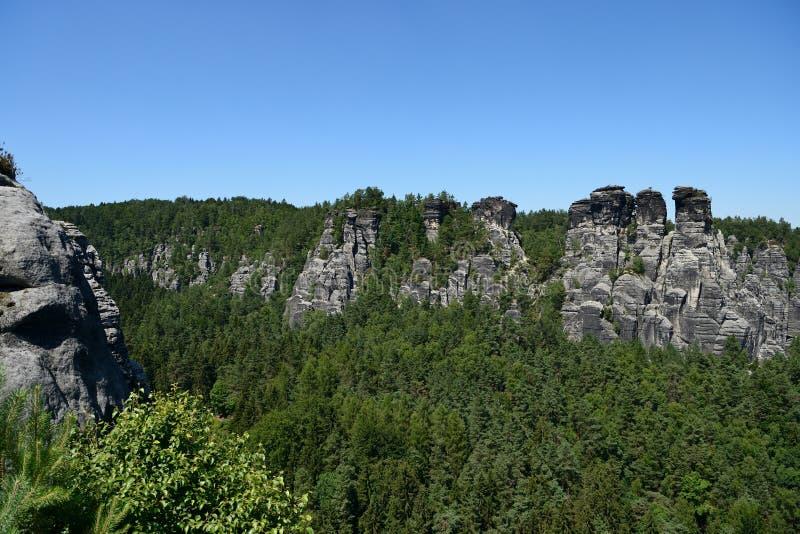 Formación de roca de Bastai Suiza sajona en tiempo de verano, Alemania imágenes de archivo libres de regalías